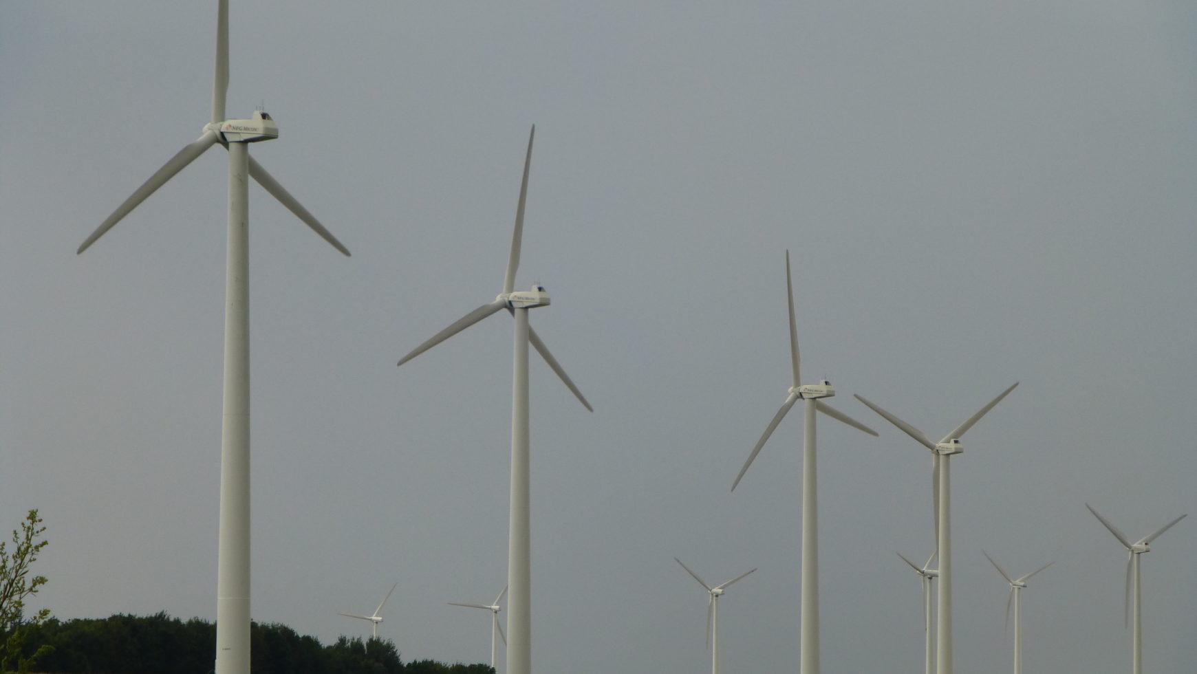 Frage Nr. 18 der CZ: Sollte die Stadt den Bau größerer Windkraftanlagen genehmigen, und ggfs. Wo?
